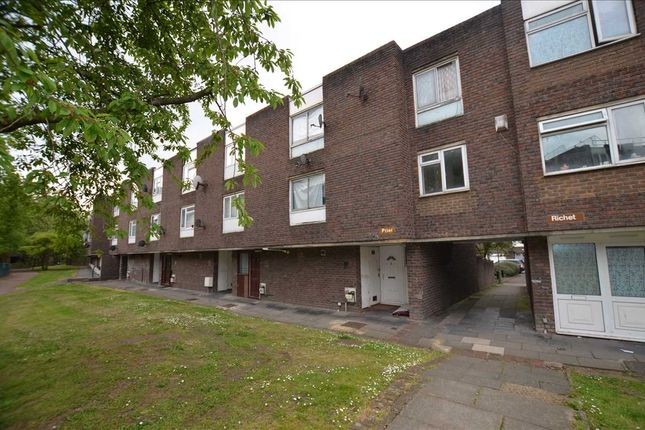 Town house for sale in Prier, Long Field, London