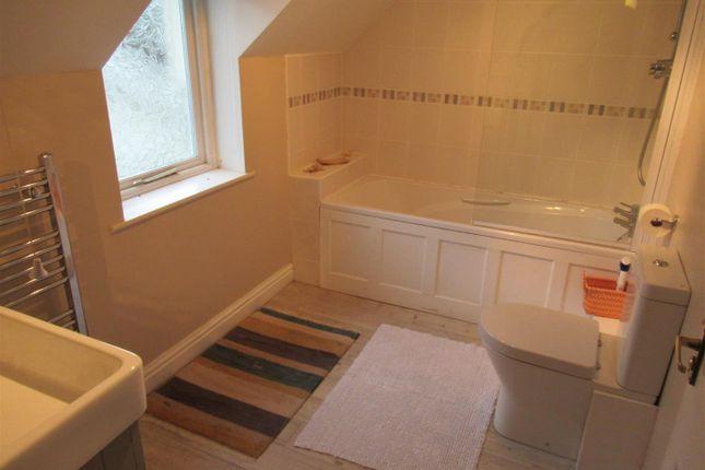 Bathroom of East Street, Newport SA42