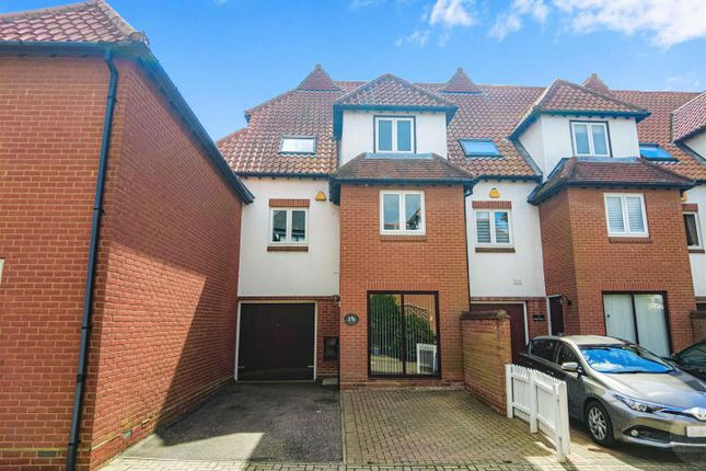 4 bed town house for sale in Kings Road, Burnham-On-Crouch CM0