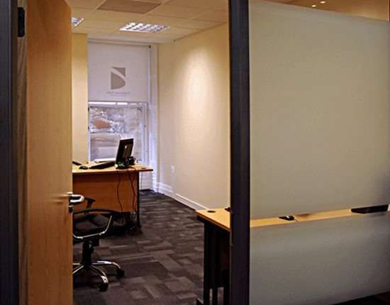 Serviced office to let in Regent Court, Glasgow