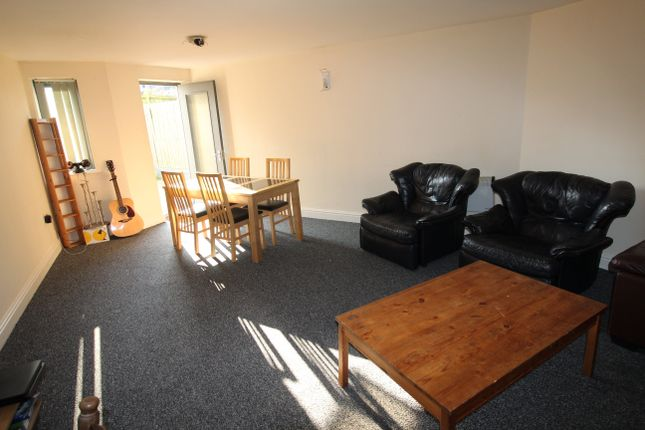 Thumbnail Flat to rent in Darran Street, Cathays, Cardiff