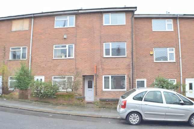 Thumbnail Property to rent in Stockport Road, Hyde