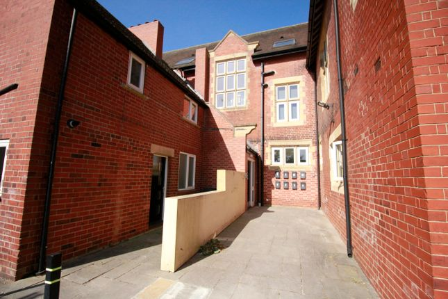 2 bed flat to rent in Old Green Close, Whitwell, Worksop S80