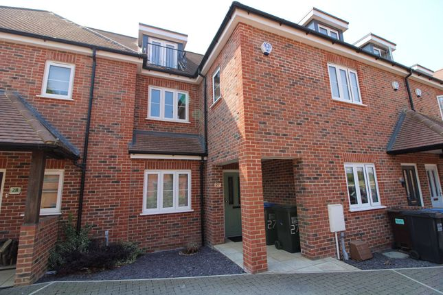 3 bed terraced house to rent in Green Close, Brookmans Park, Hatfield AL9