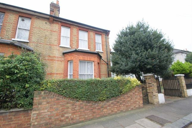 4 bed end terrace house to rent in Avenue Road, London
