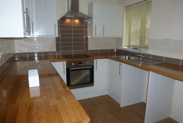 Thumbnail Flat to rent in Frobisher Road, Erith