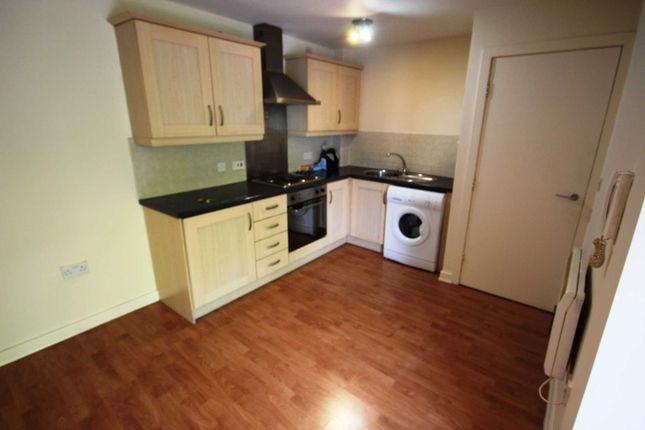 Thumbnail Flat to rent in Commercial Street, Hyde