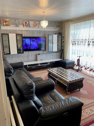 Thumbnail Flat to rent in Stratton Close, Canons Park, Edgware