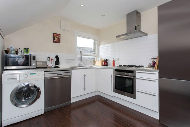 Flat to rent in Earlsfield Road, London