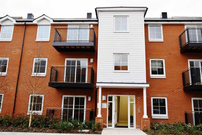 Thumbnail Flat to rent in Swinton Court, Dunton Green