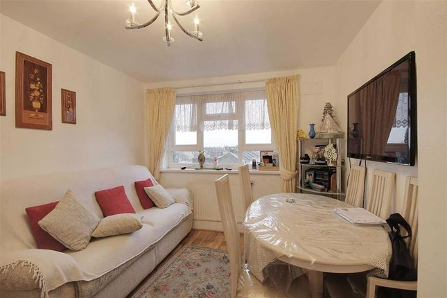 Thumbnail Flat to rent in Forest View Road, London