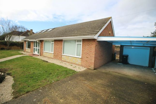 Thumbnail Bungalow to rent in Stompits Road, Maidenhead