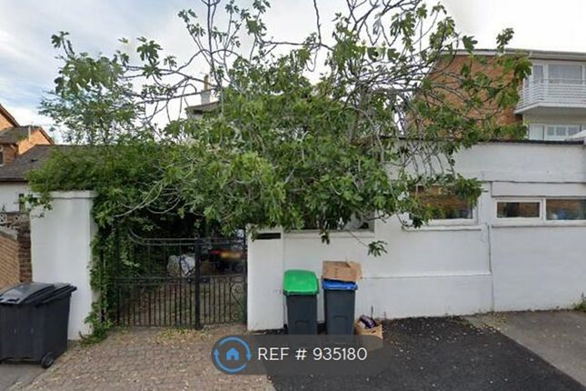 Thumbnail Flat to rent in Anglesea Road, Surbiton