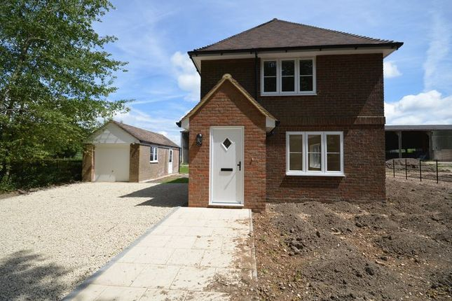2 bed detached house to rent in London Road, Wendover, Aylesbury