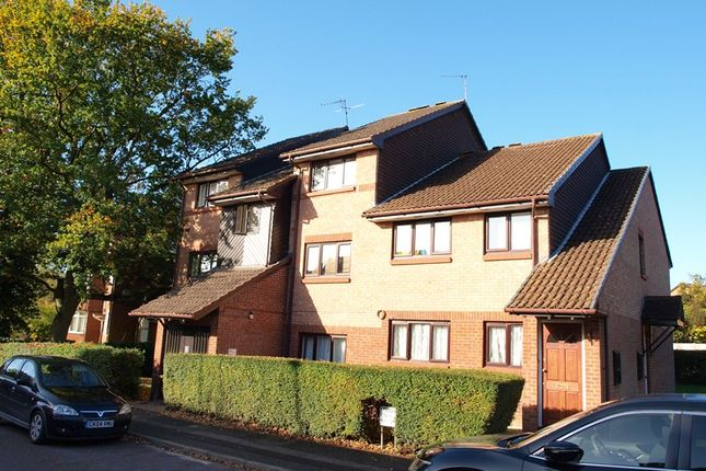 Thumbnail Flat for sale in Chasewood Avenue, Enfield
