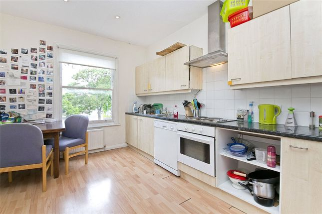 2 bed flat to rent in Warrender Road, London