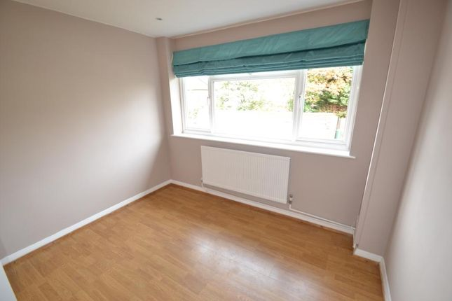 Bedroom of New Zealand Avenue, Walton-On-Thames KT12