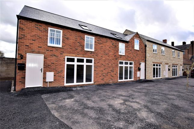 2 bed detached house to rent in Cherry Tree Mews, Victoria Road, Bicester, Oxfordshire OX26