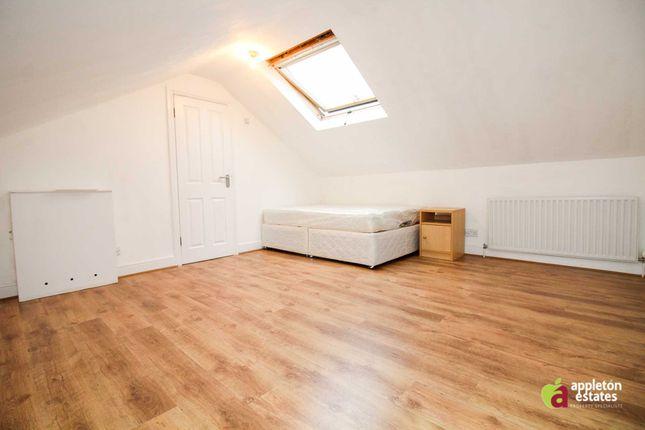 Room to rent in St. James's Road, Croydon