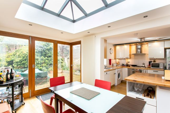 Thumbnail Terraced house to rent in Calbourne Road, London