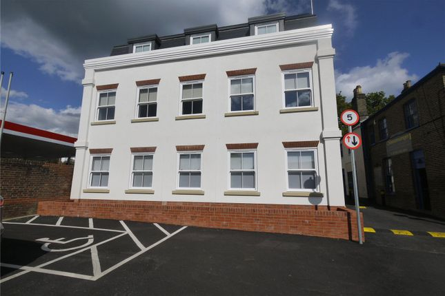 2 bed flat for sale in High Street, Ongar CM5