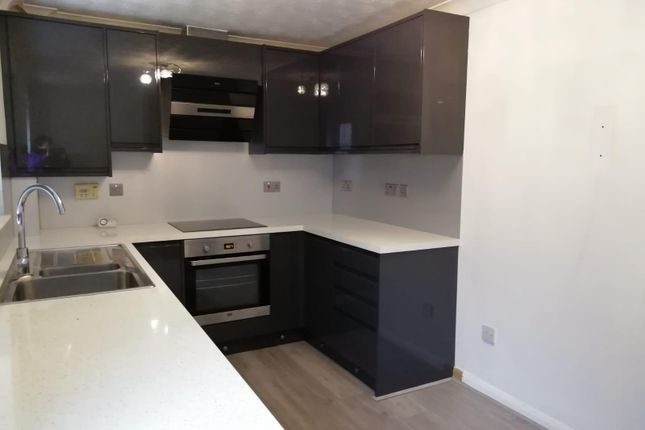 Thumbnail Property to rent in Royal Oak Court, Heckington, Sleaford
