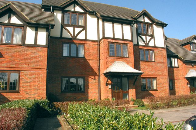 Thumbnail Flat to rent in High Street, West Molesey