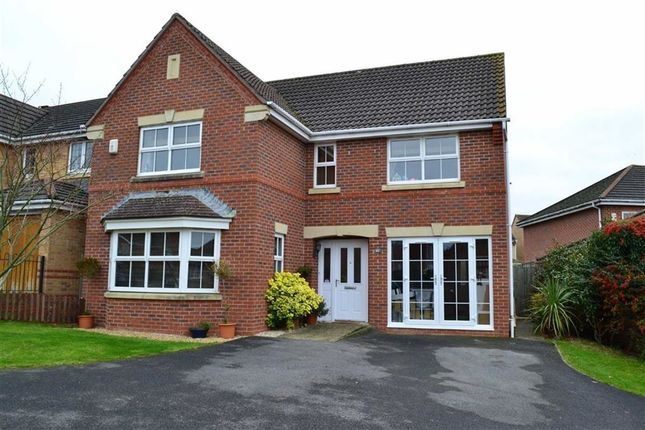 Thumbnail Detached house for sale in Foxglove Way, Thatcham, Berkshire