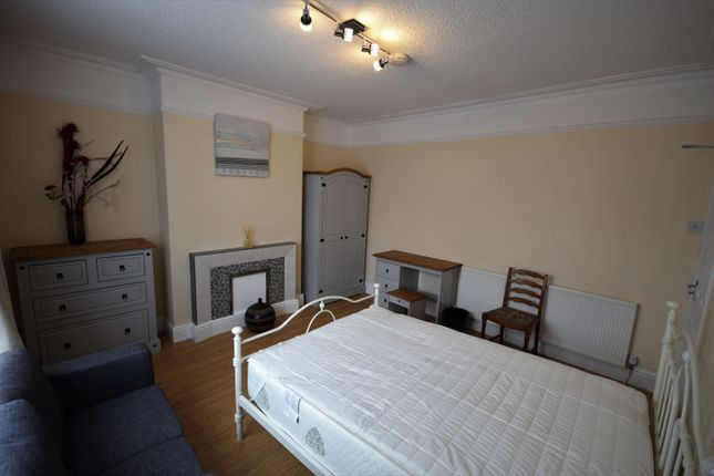 Thumbnail Shared accommodation to rent in Abbeyfield Road, Sheffield