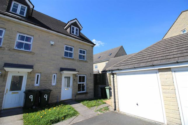 Thumbnail Town house for sale in Naden Close, Queensbury, Bradford