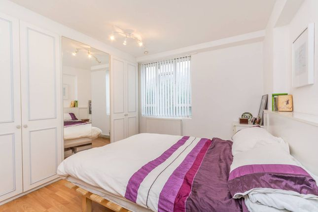 2 bed flat to rent in Gee Street, Clerkenwell