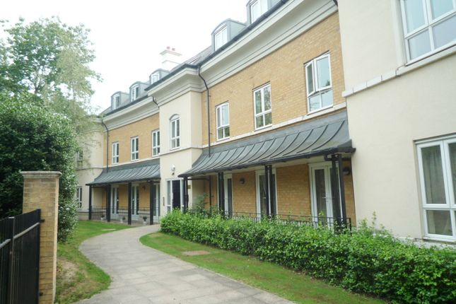 Thumbnail Flat to rent in Heathside Crescent, Woking
