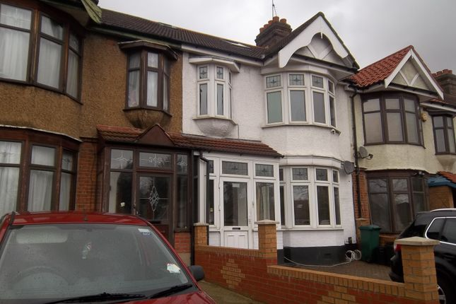 Thumbnail Flat to rent in Eastern Avenue, Ilford, Essex