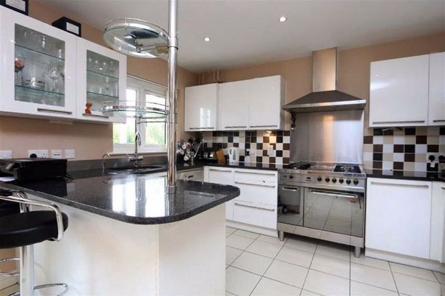 Thumbnail Terraced house for sale in Addison Way, Hampstead Garden Suburb, London