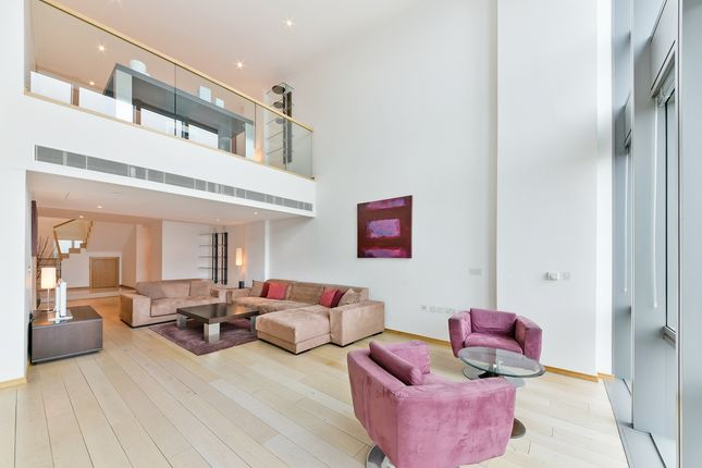 Thumbnail Flat to rent in No 1 West India Quay, Canary Wharf, London