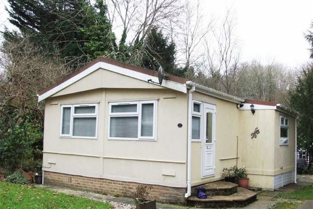 Thumbnail Mobile/park home for sale in Turtle Dove Avenue, Turners Hill, West Sussex