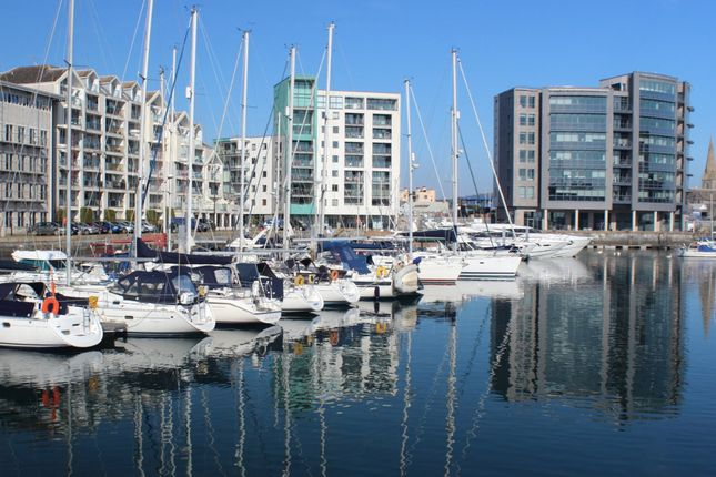 Thumbnail Flat for sale in Pinnacle Quay, Harbour Avenue, Sutton Harbour, Plymouth