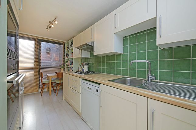 3 bed flat to rent in Tavistock Crescent, London