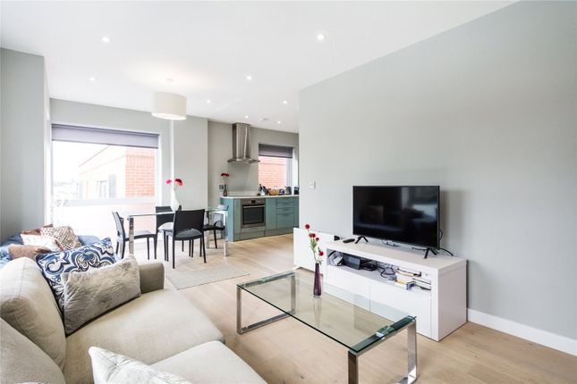 Thumbnail Flat for sale in Ladbroke Grove, London