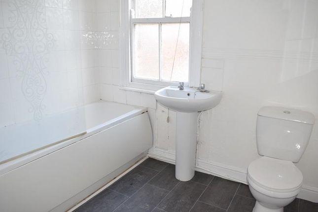 Bathroom of Parkfield Street, Rusholme, Manchester M14