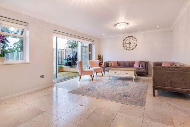 Thumbnail Terraced house for sale in Drycroft, Welwyn Garden City