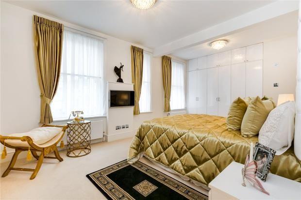 Master Bedroom of Park Mansions, 141 Knightsbridge, London SW1X