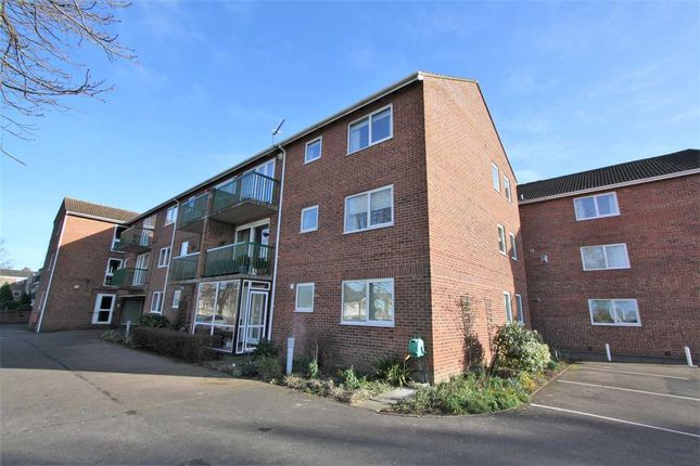 Thumbnail Flat to rent in Fairlawns, Newmarket