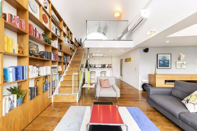 Thumbnail Flat for sale in Frobisher Crescent, London