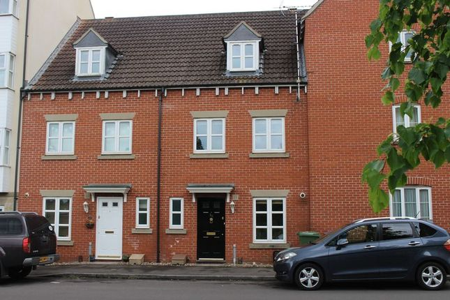 3 bed terraced house to rent in Zander Road, Calne