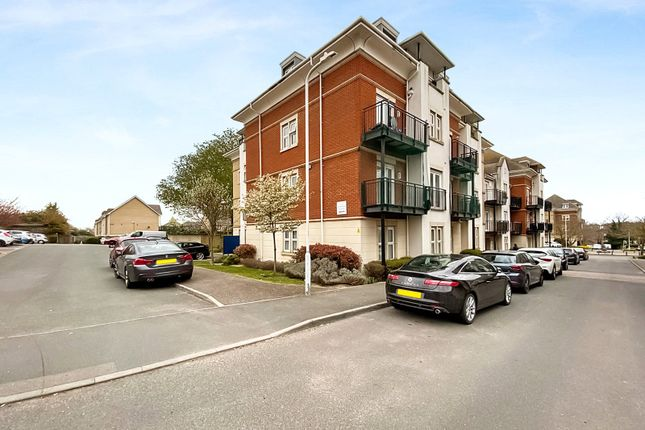 2 bed flat to rent in Crawford Avenue, Dartford DA1