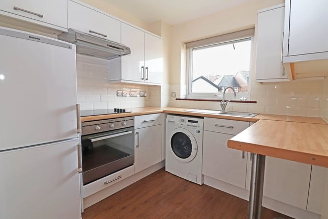 1 bed flat to rent in Brook Road, Redhill RH1