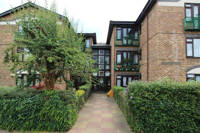 Thumbnail Flat to rent in Hadlow Road, Sidcup, Kent