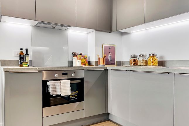 3 bed flat for sale in Station Square, Haringey N17