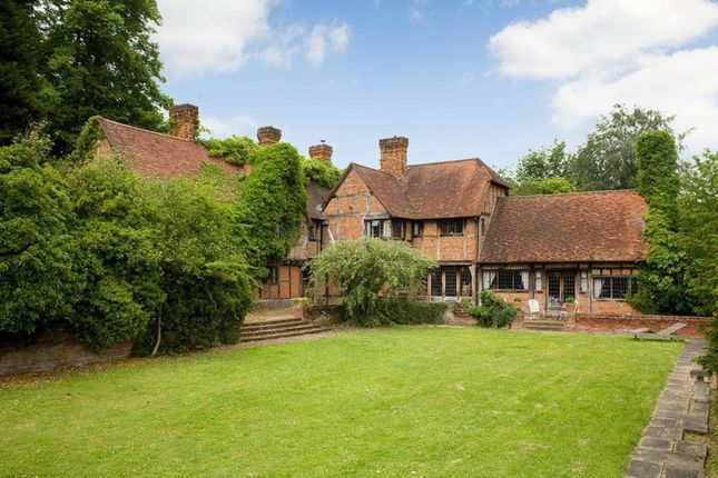 Thumbnail Country house to rent in Peppard Road, Sonning Common, Reading